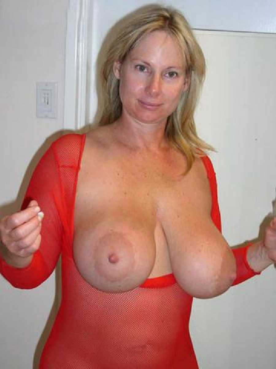 Busty mom with big tits milf