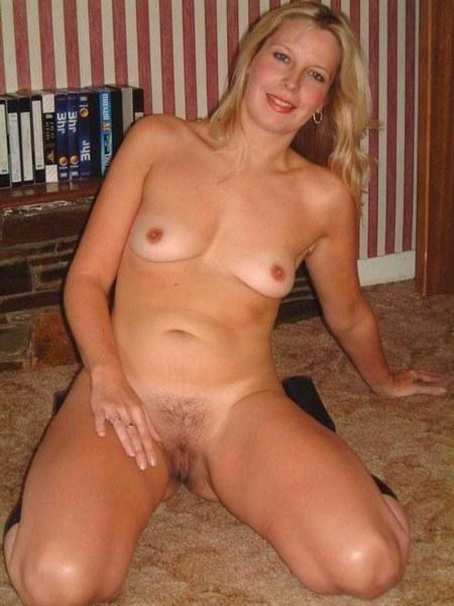 sexy nude hot mom
