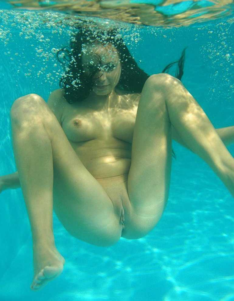 Naked Girls Swimming Underwater